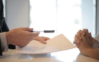 Vendre rapidement un bien immobilier: les essentiels à savoir pour passer entre les mains d'une agence